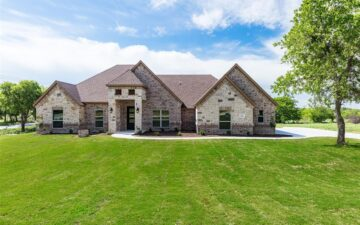photo showing a home for sale with a nicely maintained front lawn